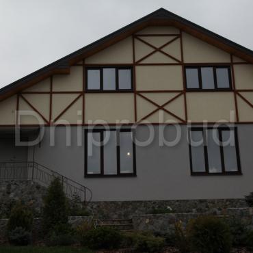 Классический дом на берегу