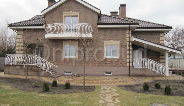Классический дом мансардного типа