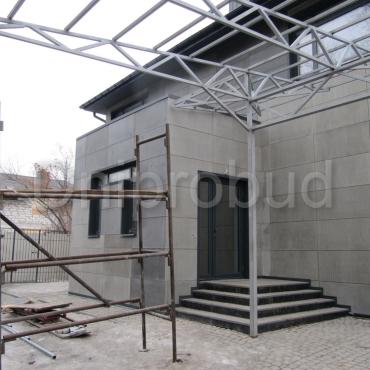 Двухэтажный дом с современной отделкой