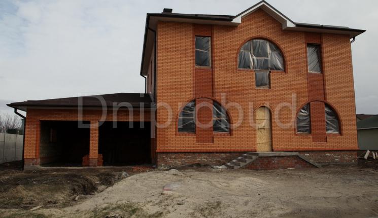 Большой дом с гаражом на 2 авто