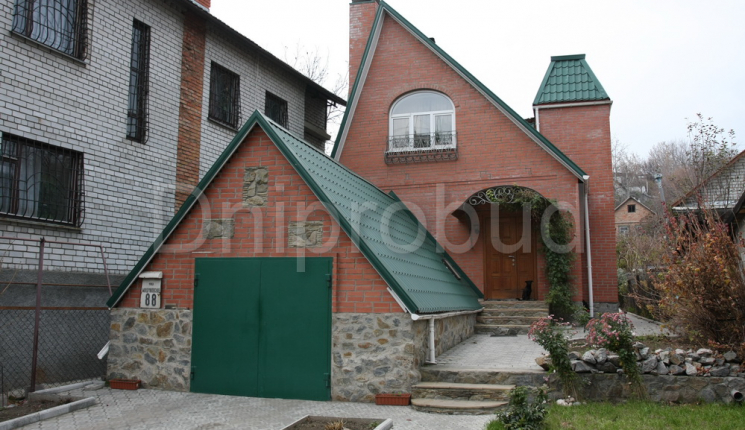 Дом в Днепропетровске на узком участке